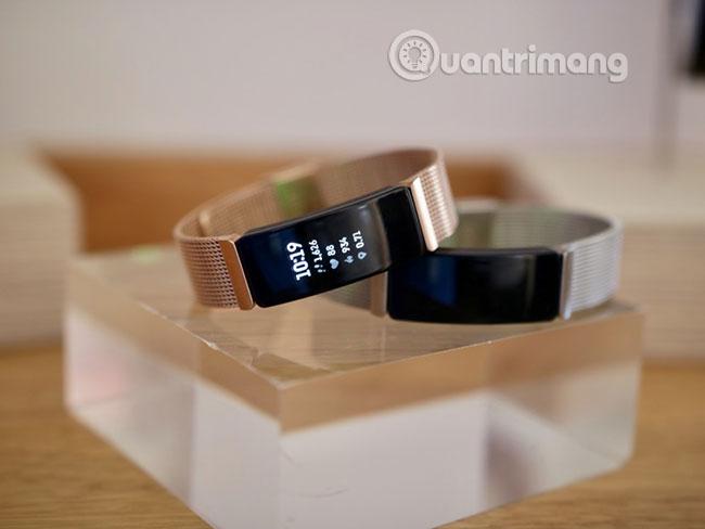 Cách khởi động lại Fitbit Ace 2 hoặc sê-ri Inspire