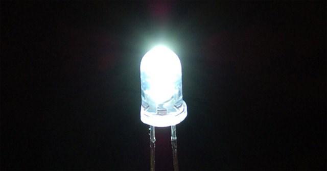 Các nhà khoa học chế tạo thành công 'pin Mặt Trời ngược' tạo được điện ở trong bóng tối