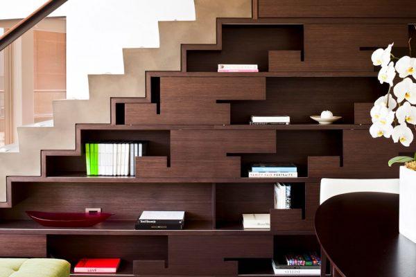Thư viện mini dưới gầm cầu thang 7