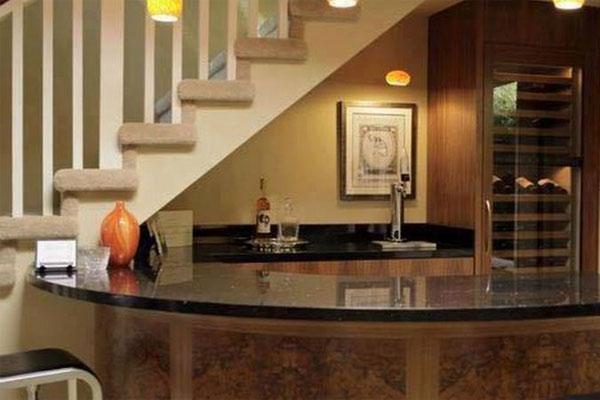 Gầm cầu thang đẹp với quầy bar, tủ rượu nhỏ xinh 4