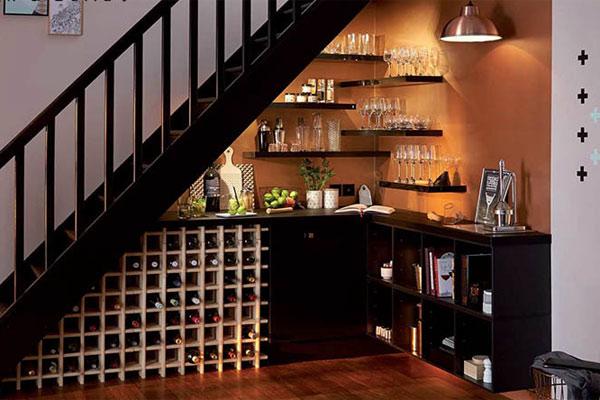 Gầm cầu thang đẹp với quầy bar, tủ rượu nhỏ xinh 6