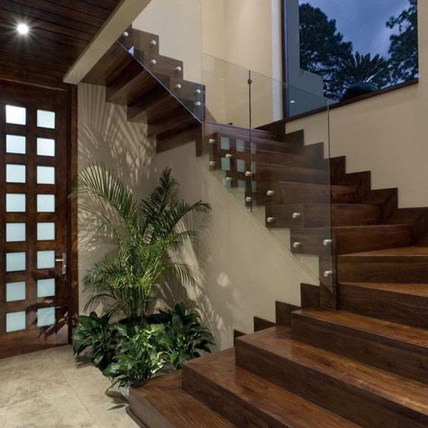 Tạo ra một khu vườn nhỏ dưới gầm cầu thang 3