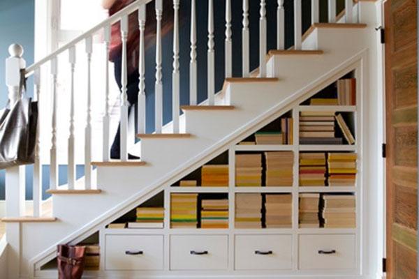 Thư viện mini dưới gầm cầu thang 1