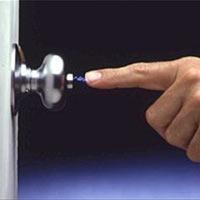 Nguyên nhân gây ra sốc tĩnh điện khi trời chuyển lạnh và cách phòng tránh