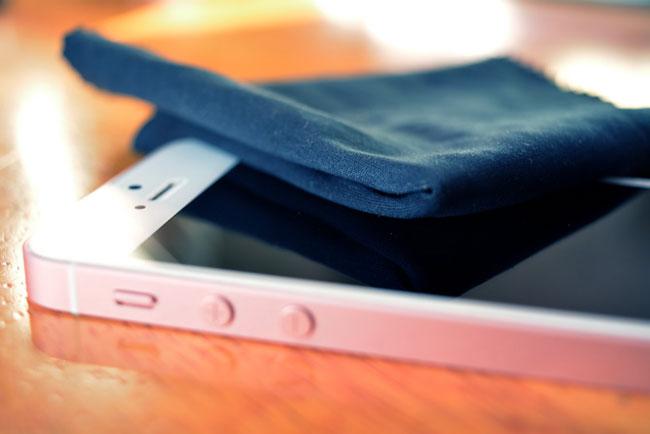 Hướng dẫn vệ sinh màn hình cảm ứng điện thoại, máy tính bảng