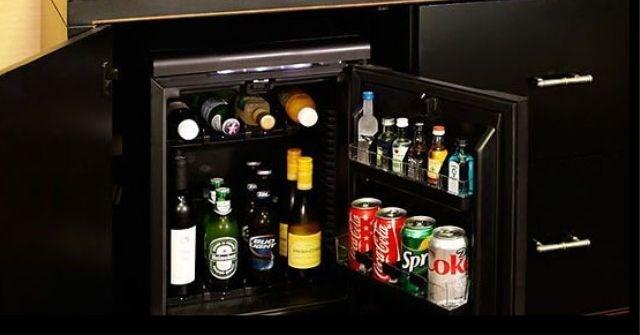 Minibar là gì? Tại sao đồ trong tủ lạnh minibar khách sạn thường đắt?