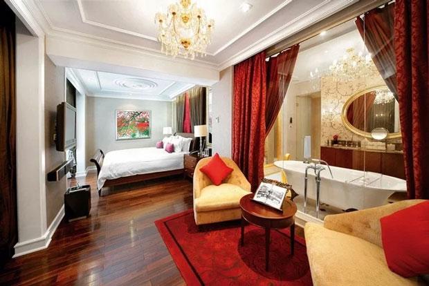 Các phòng trong khách sạn đều được thiết kế tinh tế đậm chất Pháp với đầy đủ tiện nghi