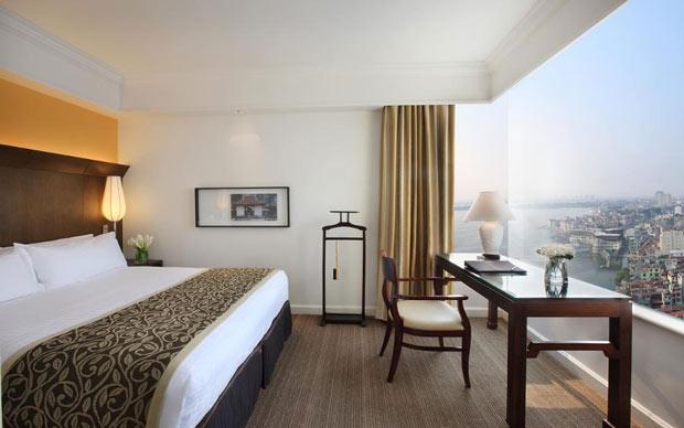 Sofitel Plaza Hanoi Hotel có tầm nhìn hướng ra hồ Tây, hồ Trúc Bạch, nơi phong cảnh rất đẹp và yên bình