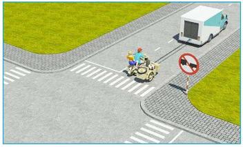 Xe tải kéo mô tô ba bánh như hình này có đúng quy tắc giao thông không?
