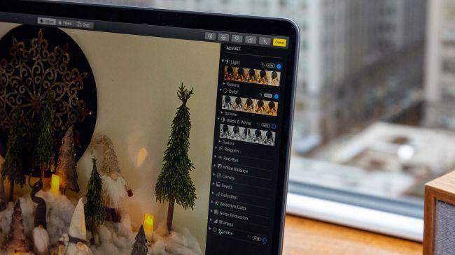 Màn hình 16-inch trên MacBook Pro có độ phân giải khá 3072 x 1920
