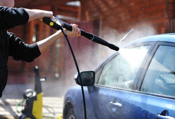 Rửa xe ô tô không chạm có hạn chế gì?