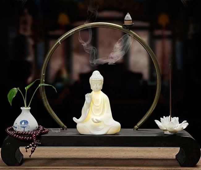 Đốt trầm hương: Tác dụng và ý nghĩa của một phong tục đẹp ngày Tết