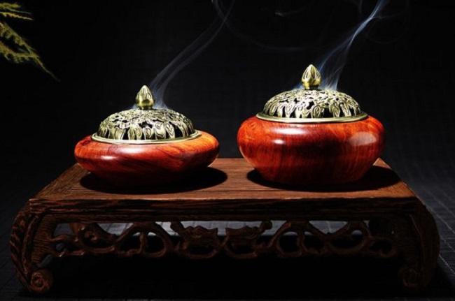 Đốt trầm hương trong nhà mang lại nhiều lợi ích sức khỏe.