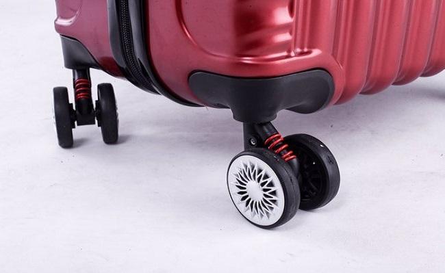 Bánh xe vali có tác dụng cân bằng sức nặng của vali.