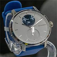 Đây là chiếc đồng hồ đầu tiên được tích hợp cùng lúc 2 công cụ theo dõi sức khỏe chuyên sâu