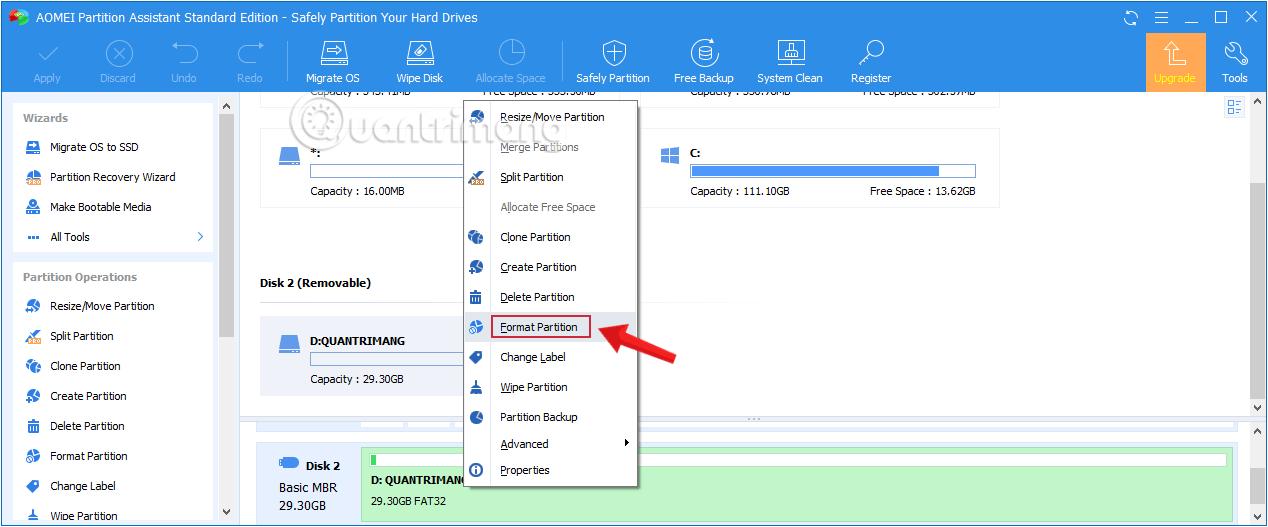 Chọn ổ USB muốn format tương ứng, kích chuột phải và chọn Format Partition