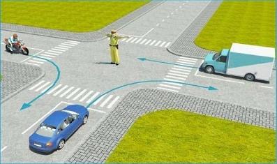 Câu hỏi 18: Theo hướng mũi tên, xe nào được phép đi?