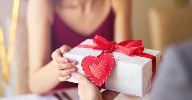 Valentine là ngày con gái tặng quà con trai - Quan niệm này có đúng không?