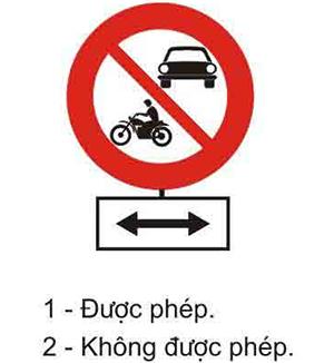 Câu hỏi 21: Khi gặp biển này, xe lam và xe mô tô ba bánh có được phép rẽ trái hay rẽ phải không?