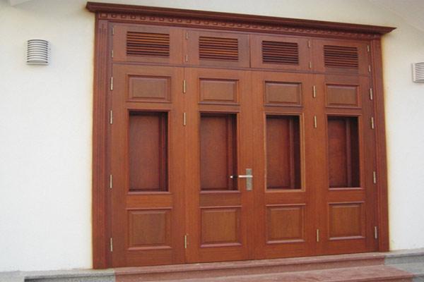 Mẫu cửa gỗ 4 cánh đẹp 1