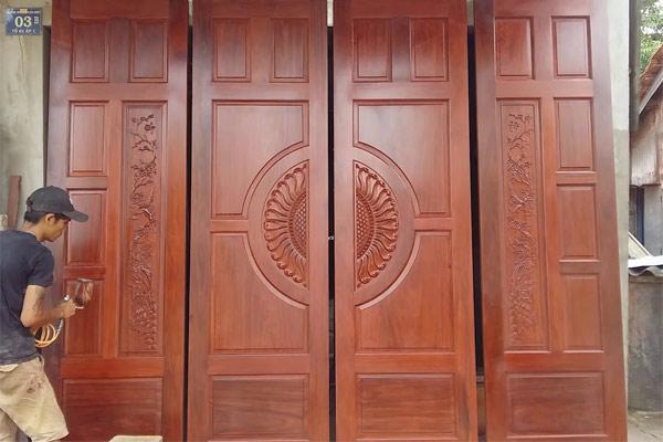 Mẫu cửa gỗ 4 cánh đẹp 2