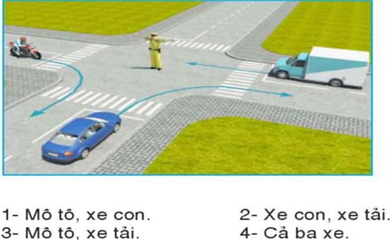 Câu hỏi 26: Theo hướng mũi tên, xe nào được phép đi?