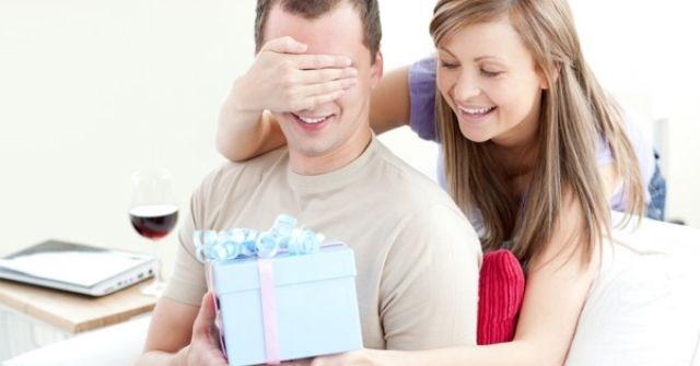Gợi ý 7 món quà sinh nhật cho chồng theo độ tuổi