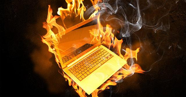 Làm khô chiếc laptop bị ướt bằng lò vi sóng