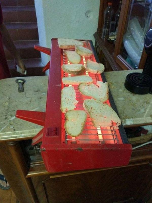 Đèn sưởi vừa làm ấm vừa nướng bánh mì
