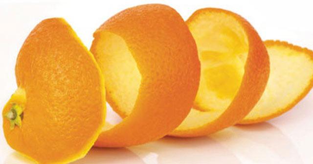 Dùng vỏ cam tươi để khử mùi hôi