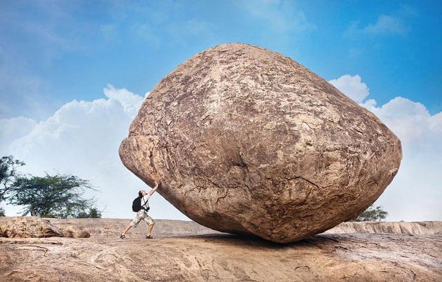 Hòn đá tảng giữa đường và phần thưởng dành cho những người vượt qua trở ngại