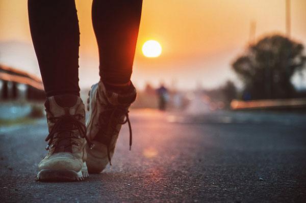 Bước đi trên đôi chân của mình
