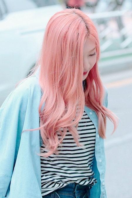 Tóc nhuộm sắc hồng sáng