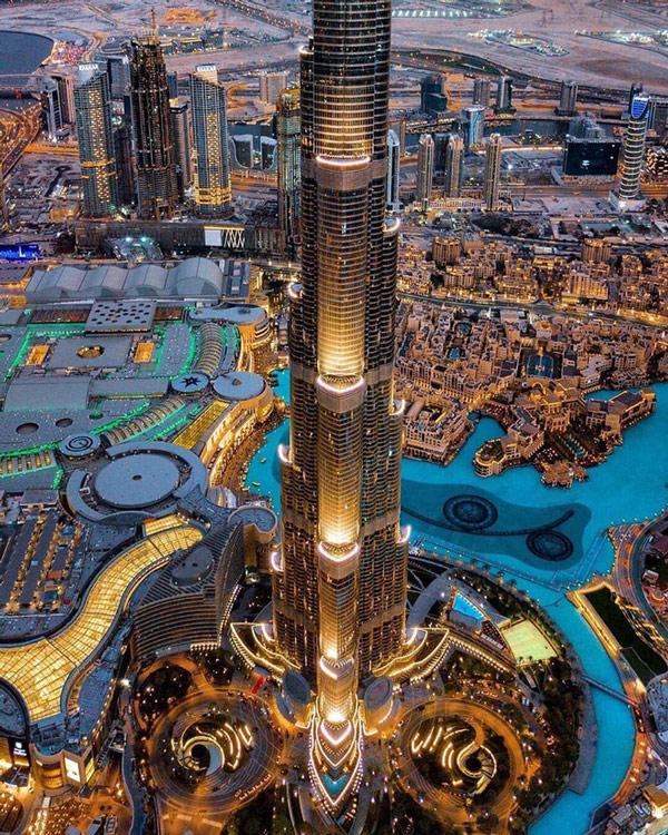 Burj Khalifa với độ cao lên đến 828m hiện là toà nhà cao nhất thế giới