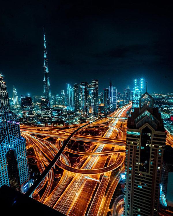 Nhìn từ trên cao, mạng lưới giao thông của Dubai trông như mê cung