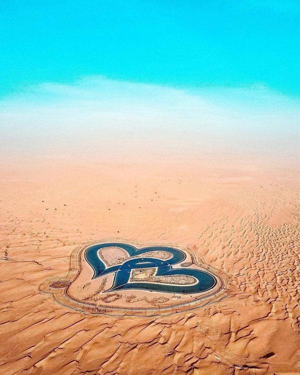 """Hồ nhân tạo có tên gọi cực lãng mạn """"Love Lake"""" giữa sa mạc"""