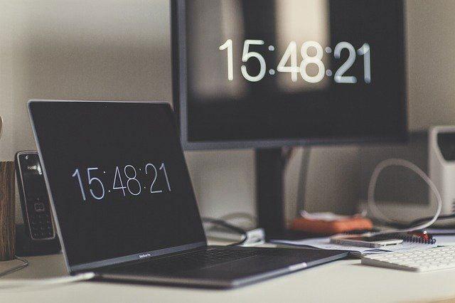 Các hệ điều hành hiện đại sử dụng Internet để đồng bộ với máy chủ thời gian
