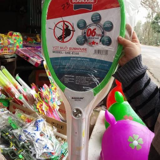 Sử dụng vợt diệt muỗi