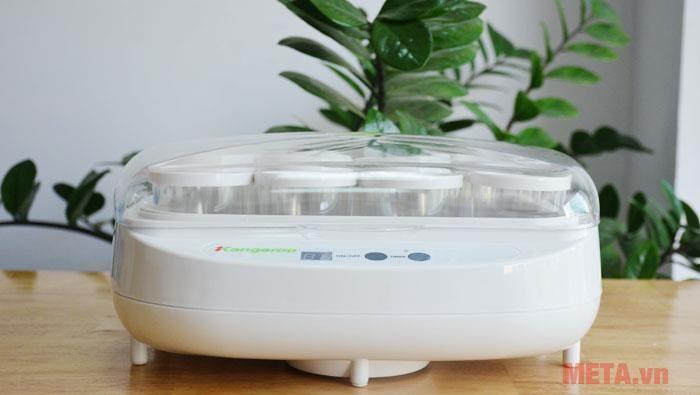 Làm sữa chua bằng máy làm sữa chua rất tiết kiệm thời gian và đảm bảo vệ sinh
