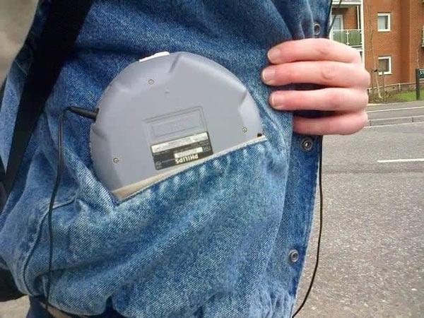 Một chiếc máy nghe nhạc đĩa CD