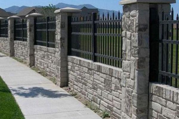 Hàng rào sắt kết hợp bê tông 3