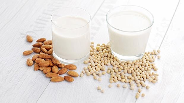 cách làm sữa đậu nành hạnh nhân bằng máy xay sinh tố