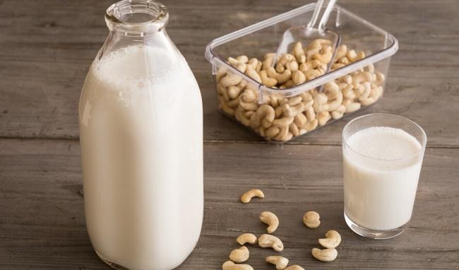 cách làm sữa hạt điều yến mạch bằng máy xay sinh tố