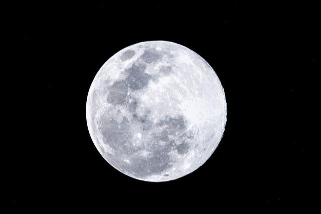 Người yêu thiên văn có thể quan sát rõ hiện tượng Siêu trăng khi trời quang và không có những điều kiện môi trường khác che khuất tầm nhìn.