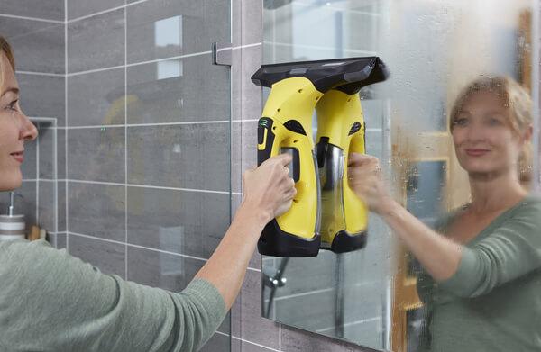 Máy vệ sinh cửa kính Karcher WV 5 Premium Window Vac với hệ thống pin dự phòng tiện lợi