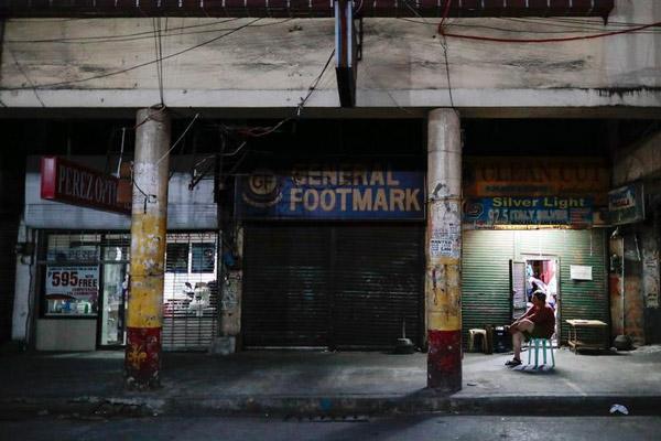 Các cửa hàng tại Manila, thủ đô Philippines, ngày 24/3