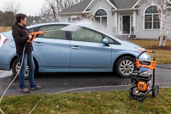 Máy rửa xe chuyên nghiệp là thiết bị không thể thiếu trong các tiệm rửa xe