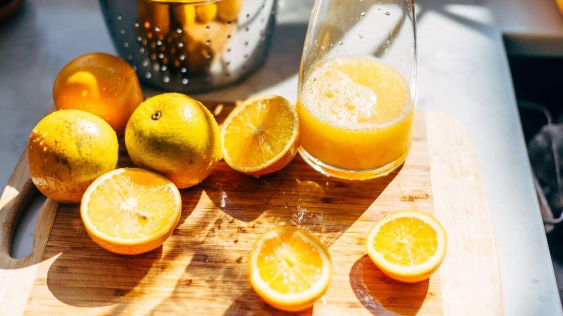 Nên dùng dụng cụ nào để vắt cam?