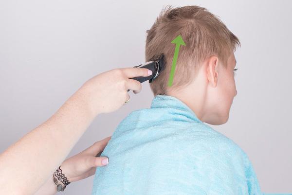 Dùng tăng đơ tạo phần tóc gáy