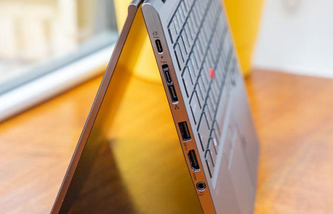 ThinkPad X1 Yoga cung cấp một loạt các cổng